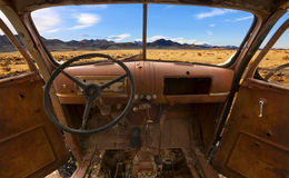 Abandoned Car in Desert Royalty Free Stock Photos