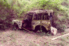 Abandoned car in the jungle Royalty Free Stock Photos