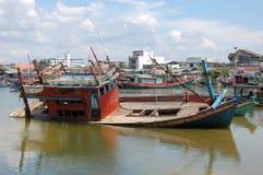 Abandoned drunknade timmerskeppet på port Fotografering för Bildbyråer