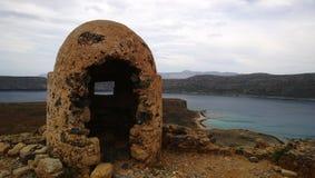 Abandoned fördärvade befästningar på ön av Gramvousa Royaltyfri Foto
