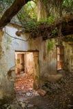 Abandoned fördärvade husinre Arkivfoton
