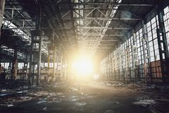 Abandoned fördärvade industriell fabriksbyggnad, fördärvar och rivning Fotografering för Bildbyråer