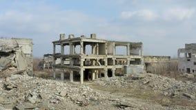 Abandoned fördärvade industriell fabriksbyggnad, stock video