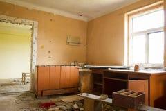 Abandoned fördärvar huset Arkivbild