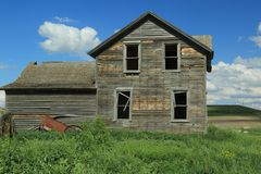 Abandoned Farm Homes that are neglected. Abandoned farm homes sit across the country decaying from mother nature stock photos
