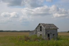 Abandoned Farm House with clouds on Minnesota Prairie Royalty Free Stock Photography