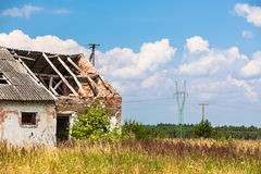 Abandoned farm house in a field Royalty Free Stock Image