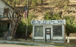 Abandoned gift shop by the road near Mitchell Stock Photo
