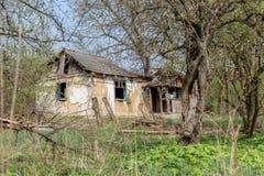 Abandoned glömt hus Arkivbild