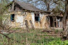 Abandoned glömt hus Arkivbilder