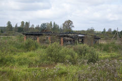 Abandoned halva-förstörde byggnad Arkivfoton
