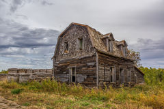 Abandoned home. With hay bales on the prairies Royalty Free Stock Images
