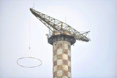 Abandoned hoppa fallskärm hopptornet Arkivbild