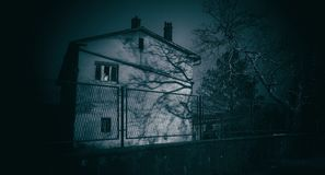 Abandoned horror house at night Royalty Free Stock Photos