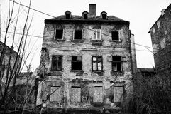 Abandoned house. Old dirty abadoned house in the city Stock Photos