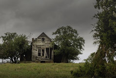 Abandoned house and overgrown trees on a remote backroads Stock Image