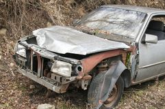Abandoned kraschade den brutna bilen Royaltyfria Bilder