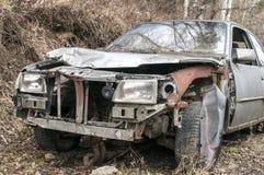 Abandoned kraschade den brutna bilen Royaltyfri Fotografi