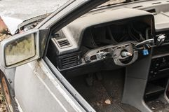 Abandoned kraschade den brutna bilen Royaltyfri Foto