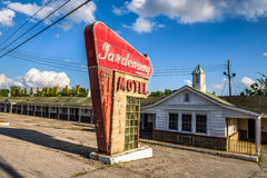 Abandoned motel on historic route 66 in Missouri. VILLA RIDGE, MISSOURI, USA - MAY 11, 2016 : Abandoned Gardenway Motel and vintage neon sign on historic Route Royalty Free Stock Photos