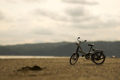 Abandoned old bicycle on the beach Royalty Free Stock Images