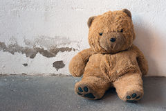 Abandoned old teddy bear Royalty Free Stock Photography