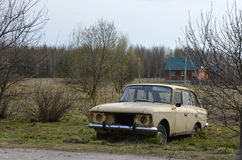 Abandoned retro car in grass Royalty Free Stock Photography