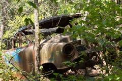 Abandoned rostade bilen i träna Royaltyfria Foton