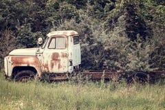 Abandoned rostade lastbilen Royaltyfria Bilder