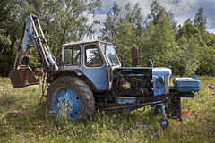 Abandoned rullade traktoren Royaltyfria Foton