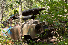 Abandoned rusted car in the woods Royalty Free Stock Photos
