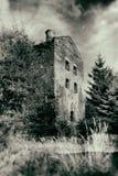 Abandoned spökade huset i grungestil Royaltyfri Foto