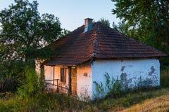 Abandonné à la maison en montagne de Zlatar, la Serbie Image stock