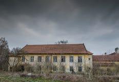 Abandonné construisant une usine Photographie stock libre de droits