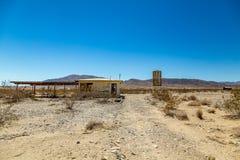 Abandonné dans le désert Images stock
