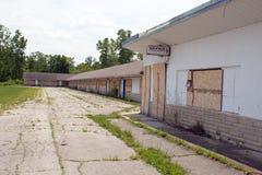 Abandonné et embarqué vers le haut du motel Photos stock