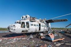 Abandonné et hélicoptère du Soviétique Mi-6 Images stock