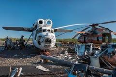 Abandonné et hélicoptère du Soviétique Mi-6 Image stock