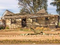 Abandonné Foudroyer-dans la maison dans le désert de l'Arizona Image libre de droits