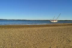 Abandonné naviguant le yacht Tin Can Bay Queensland Australia Photo libre de droits