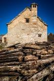 Abandonné peu de village de montagne Image libre de droits