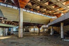 Abandonné ruiné par le terminal d'aéroport international de guerre dans Sukhum, Abkhazie Photographie stock
