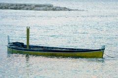 Abandonné submergé woooden le bateau Photographie stock