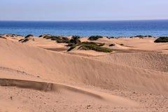 Abandonnez avec des dunes de sable dans mamie Canaria Espagne Photos stock