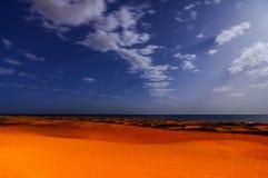 Abandonnez avec des dunes de sable dans mamie Canaria Espagne Image libre de droits