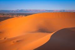 Abandonnez la dune à l'erg Chebbi près de Merzouga au Maroc Image libre de droits
