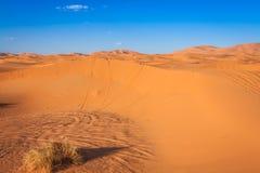Abandonnez la dune à l'erg Chebbi près de Merzouga au Maroc Photographie stock libre de droits