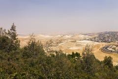 Abandonnez la région de la Cisjordanie et les villes et les villages palestiniens derrière le mur de séparation de la Cisjordanie Photo stock
