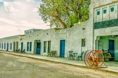 Abandonnez la route au théatre de l'opéra et à l'hôtel d'Amargosa de parc national de Death Valley Images libres de droits