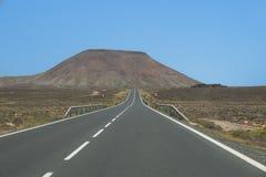 Abandonnez la route par la vallée de grès du parc d'état du feu Photographie stock libre de droits
